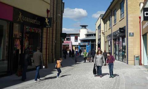 f12b632a374 Marriotts Walk Shopping Centre - Shop   Shopping Centre in Witney ...