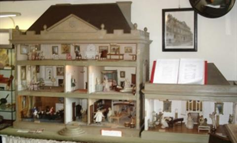 Dolls House in Tolsey Museum at Burford